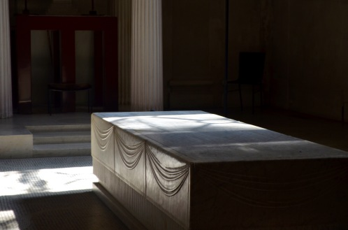 """""""altar"""" where the coffin is placed during funerals in the chapels"""