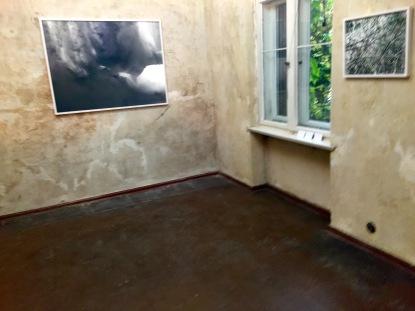 """""""Drei! - und doch keine Zeiger auf Zeit."""" Installation, Video, Fotografie, Collage, Zeichnung mit den Künstlern Manfred Gipper, Sandra Riche, Beate Spitzmüller"""