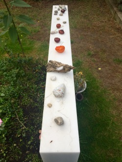 Stones/ other small objects aligned on the grave
