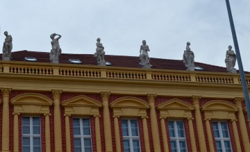 more figures on the roof